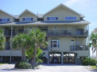 ANCHORS TOWNHOME -  Sleeps 10-12